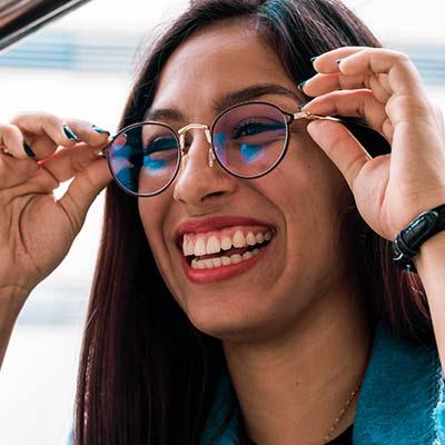 Brillen Lounge Optiker in Neu Wulmstorf & Buxtehude - Brillenanpassung
